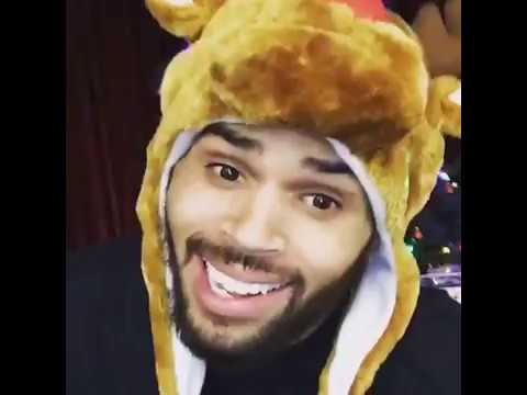 CHRIS BROWN SING MERRY CHRISTMAS TO HIS FANS