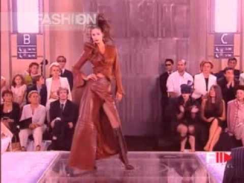 Elsa Benitez at Christian Dior fall 1999 haute couture fashion show