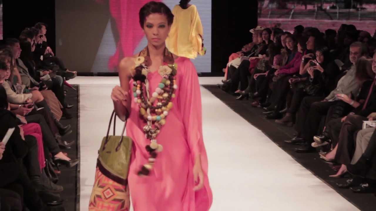 Circulo de la Moda Bogotá 2012 - Moda Guajira- Diseño Wayúu - YouTube