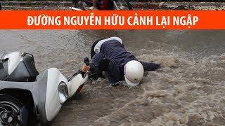 Ngã sấp mặt vì mưa lại ngập ở Sài Gòn