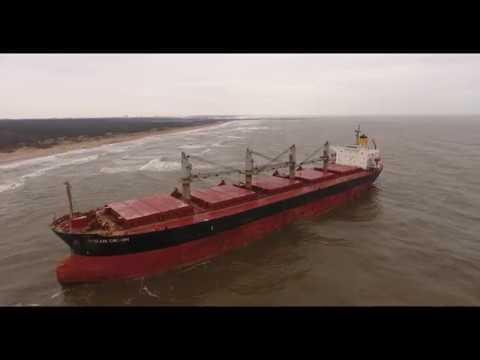 Bulk carrier OCEAN CROWN drifted aground at Girullai beach