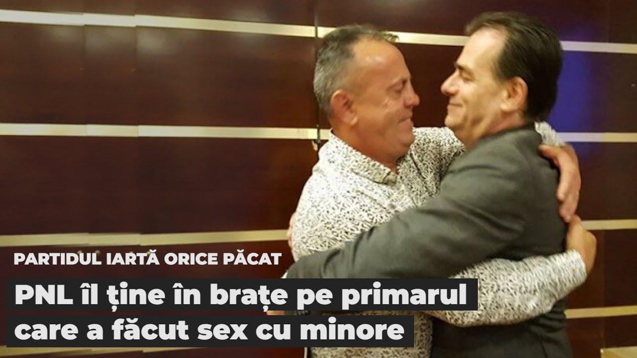 Partidul iartă orice păcat: PNL îl ține în brațe pe primarul care a făcut sex cu minore traficate