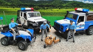 Police car jeep, police motorcycle, police chase with bruder toy