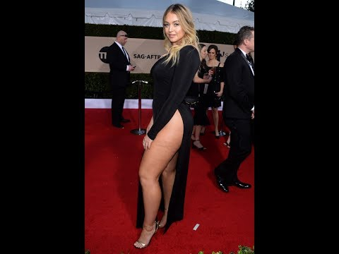 Curvy Iskra Lawrence in sexy dress on Redcarpet at SAG 2018