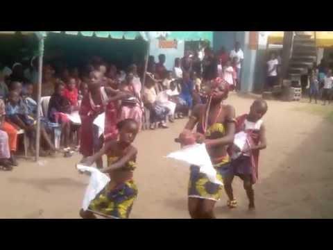 Nigeria kids in cultural display
