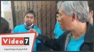 سفير تايلاند يشارك طلاب بلاده حملة تجميل بجامعة الأزهر