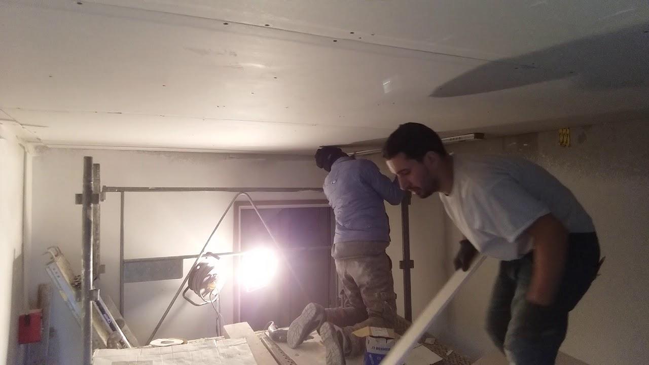 Comment poser le plafond dans la cage d'escalier deuxième partie LA pause dès la trappe de ...
