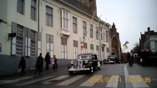 ブルージュにて  Vintage Citroens parading on a street of Bruges