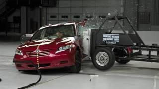 2007 Toyota Camry side IIHS crash test
