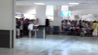 Крит 2012 - Ахтунг в аэропорту Ираклиона(19.08.12, очередь на секьюрити чек., 2012-09-25T14:45:24.000Z)
