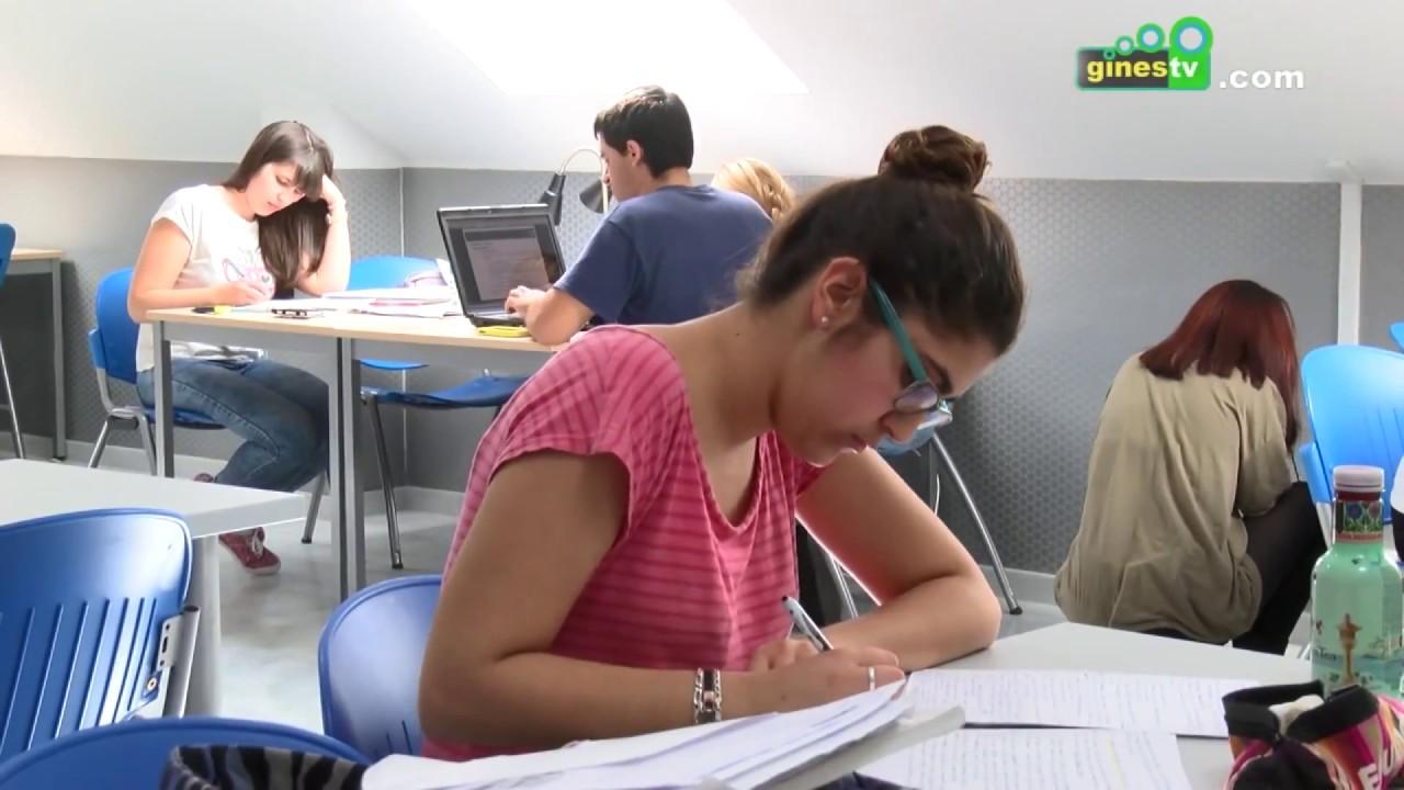 Más de 300 usuarios utilizan habitualmente la Sala Permanente de Estudio de la Casa de la Juventud