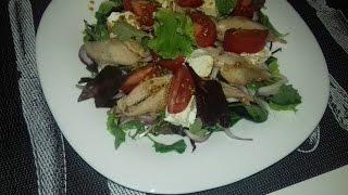 Теплый салат с отварной курицей