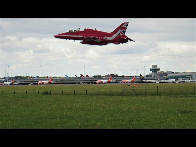 RAF Red Arrows BAe Hawk XX322 GO AROUND at Manchester Airport!