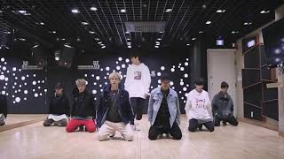 [mirrored] STRAY KIDS - HELLEVATOR Dance Practice