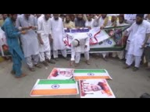Anti-India protests burn flags at Karachi protest