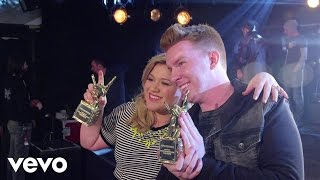 Kelly Clarkson - #VevoCertified, Pt. 1: Award Presentation