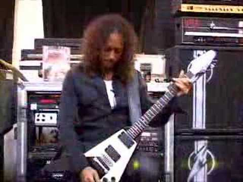 Kirk Hammett shows riffs from Master Of Puppets