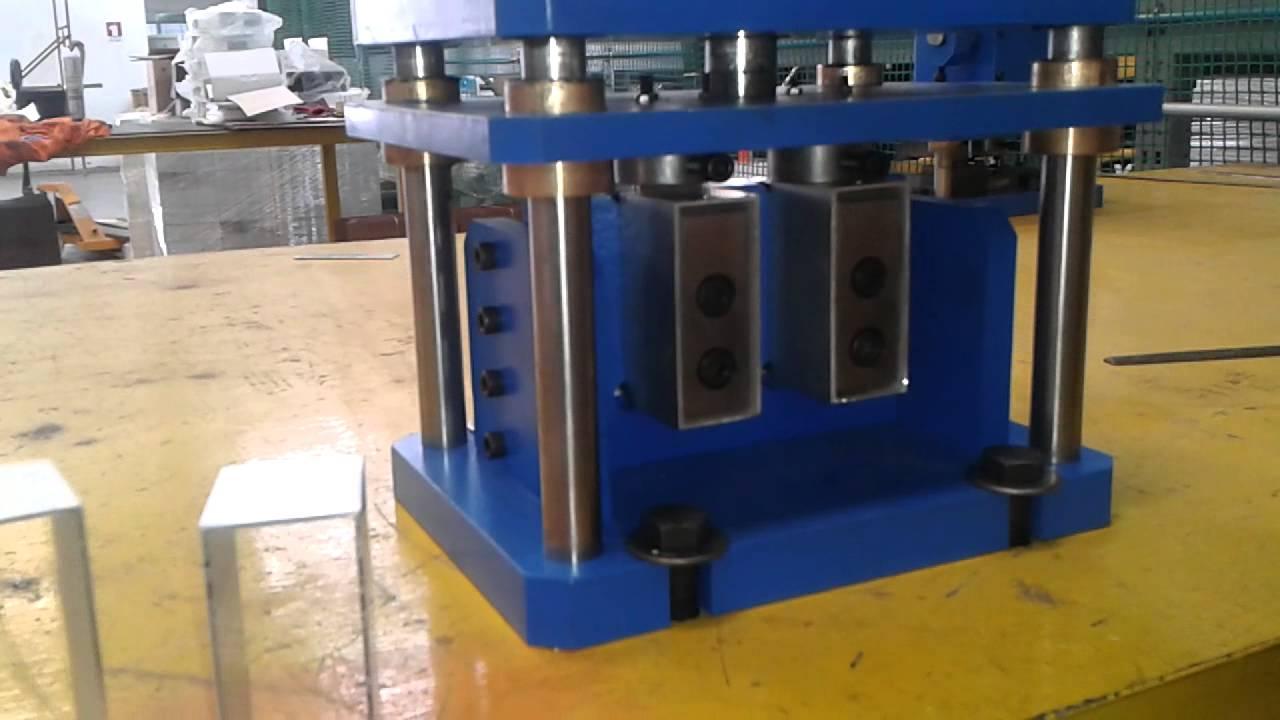 Troqueladora manual para perforado y ranurado de perfiles for Perfiles pvc para aberturas