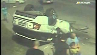 Крупная авария на ул. Российской в Краснодаре попала в объектив уличной камеры