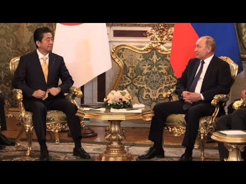 Japan's Abe meets with Putin in Moscow