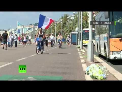 Des fleuristes recouvrent la Promenade des Anglais avec des milliers de fleurs