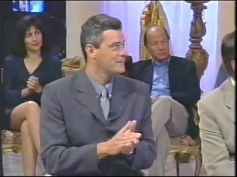 CANTOR PEDRO GARCIA CANTA PARA DERCY GONÇALVES EM PROGRAMA DE TELEVISÃO