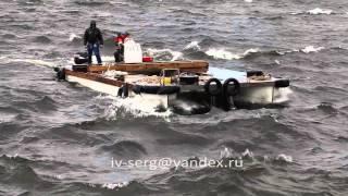 Плавание на  катамаране в шторм.Sailing on a catamaran in a storm