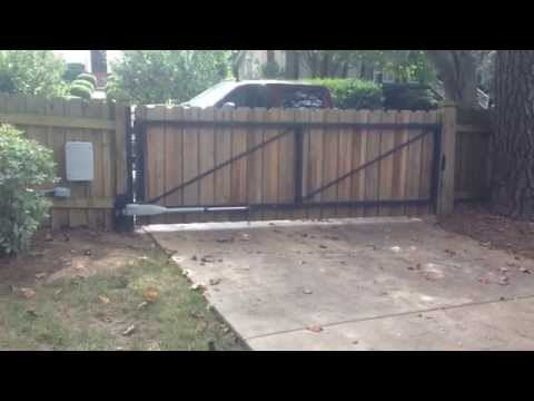 Privacy gate with steel frame, swing gate, operated or automatic.
