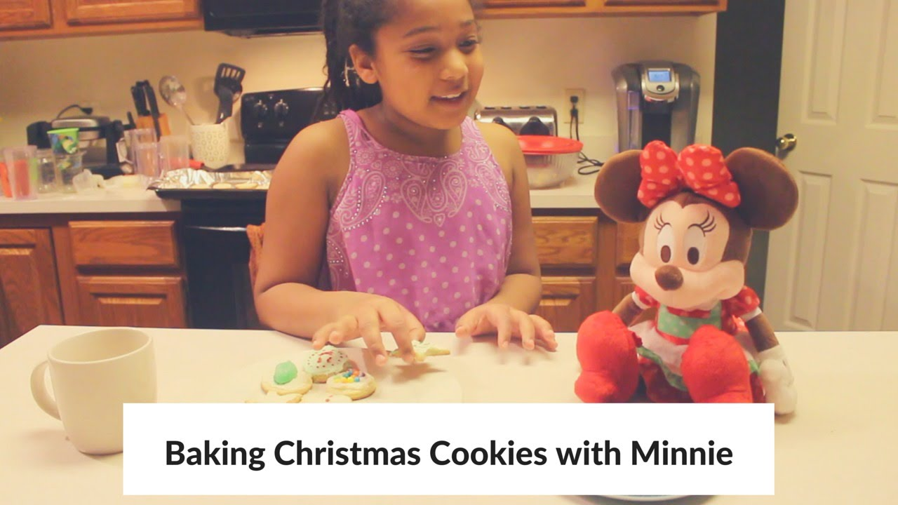 Baking Christmas Cookies with Minnie - YouTube