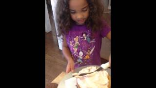 Fiona Making A Hamburger Cake With Mommy