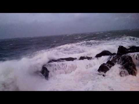 Ilfracombe - HUGE waves bashing the harbour wall.