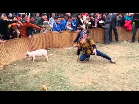 Hội làng - Trò chơi bịt mắt bắt lợn