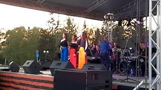 Брянский эстрадный  оркестр  выступает в Стародубе в День  Победы.