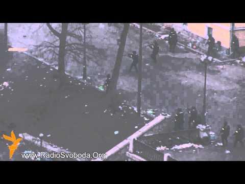 Ukrainian police shooting at people. (Ukraine) (Maidan nezalezhnosti)