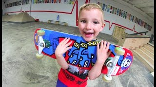 5 YEAR OLD BUILDS NEW SKATEBOARD!