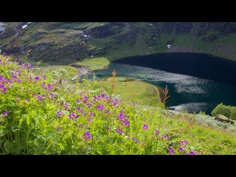 Finse og Aurlandsdalen. Hiking the valley. English subtitles.