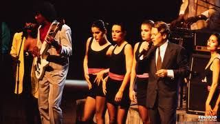 Robert Palmer - Mama Talk To Your Daughter (Live 2003)