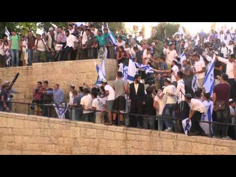 "Jewish rioters attacking Palestinian journalists that covering ""Jerusalem day"""
