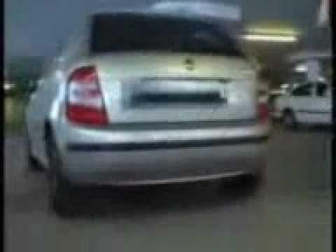 D marrage d 39 une voiture sans la clef funnydog tv - Comment ouvrir une porte de voiture sans clef ...