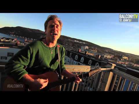 SEAN MCCANN - MERRY CHRISTMAS EVERYONE (BalconyTV)