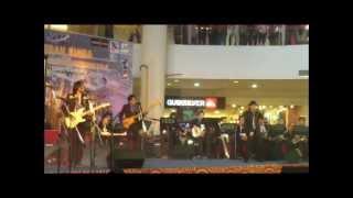Momain Blues - Blues Kita/ Bunyi Gitar/ Mcm D Kk, live