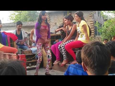 Saiya Milal Baklole Ho Choli Salahi Rinch Se Khole (सईया मिलल भकलोले हो चोली सलाई रीन्च से खोले)