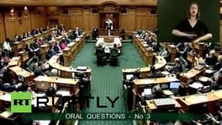 بالفيديو..لماذا طرد البرلمان النيوزلندى رئيس الوزراء وما علاقة