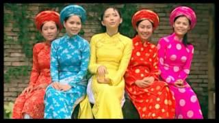 Смотреть клип Tóc Tiên - Xuân Yêu Thương