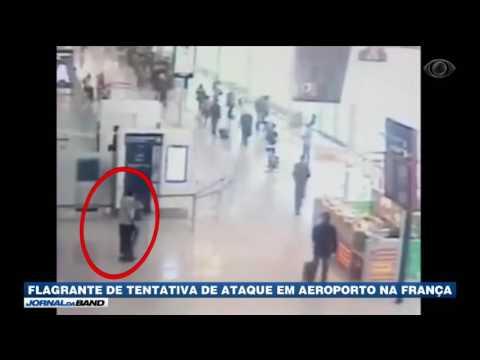 Câmeras flagram ataque frustrado em aeroporto na França