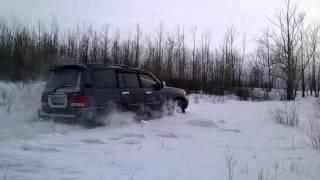Lexus LX470 по снігу