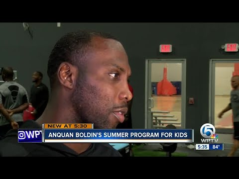NFL star Anquan Boldin hosts youth summer camp