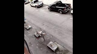 Funcionários da TODESCHINI usando cones para reservar vagas PÚBLICAS