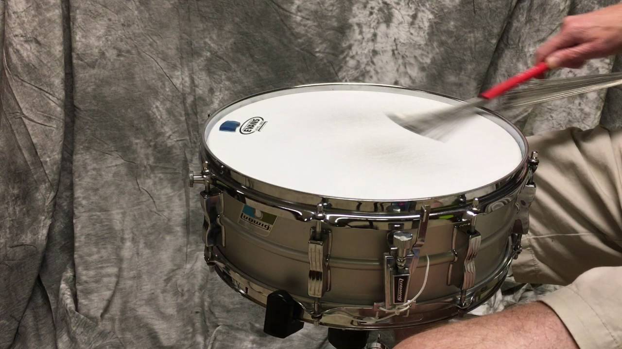 playing with brushes on a vintage ludwig acrolite snare drum youtube. Black Bedroom Furniture Sets. Home Design Ideas