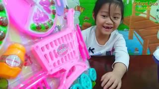 Gia Linh Chuẩn Bị Quà Tặng Cô Giáo Ngày 8-3 Phần 2 - Gia Linh mua thêm đồ chơi cho mình